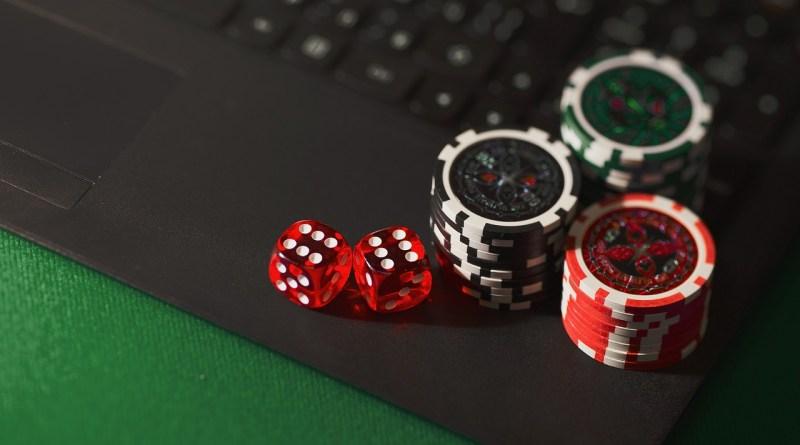 Dice Chips Online Gambling  - AidanHowe / Pixabay