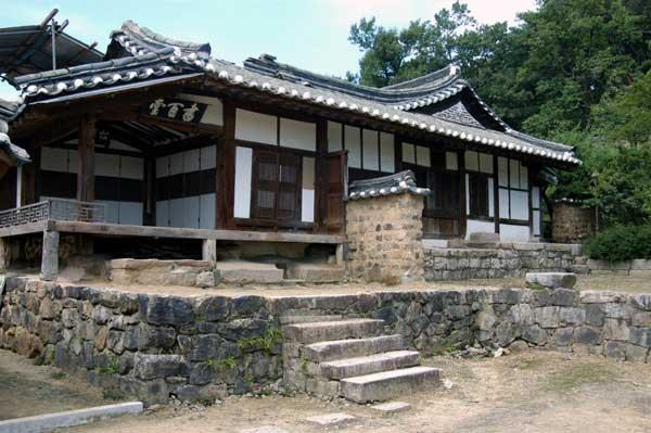 慶州良洞民族村の宗家の書百堂