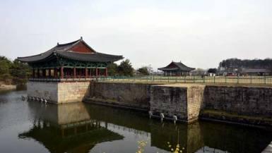 東宮と月池(雁鴨池)