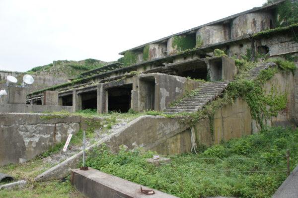 Zerfallende Erzhütten in Aikawa