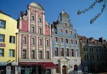 Frisch restaurierte Bauten am Alten Rathaus