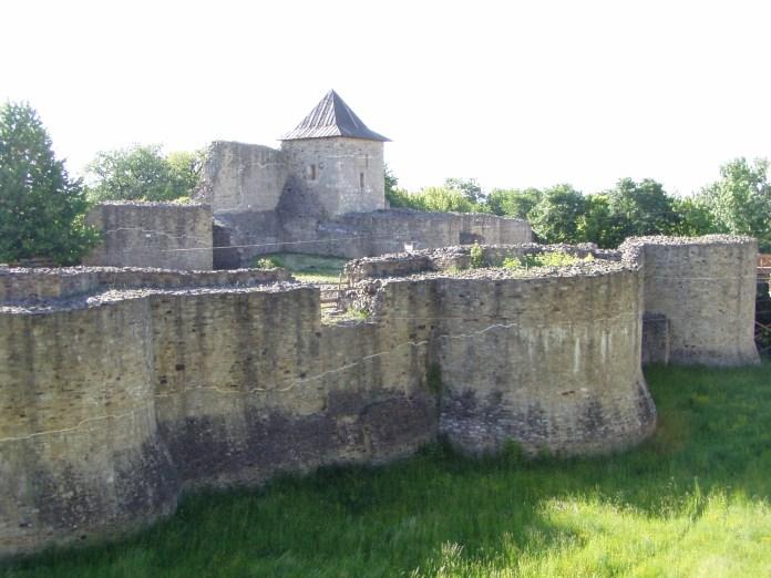 Cetatea de Scaun a Sucevei- die Festung vor der Stadt