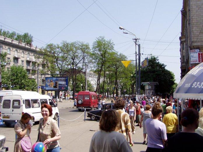 Der Karl-Marx-Boulevard, die lebendige Flaniermeile der Stadt