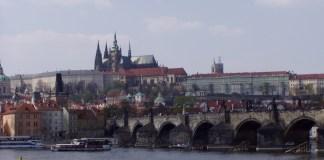 Die Ansicht schlechthin: Karlsbrücke, Moldau und die Burg