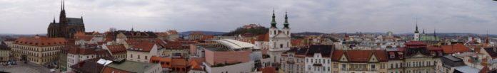 Blick vom alten Rathaus gen Westen: Links: St. Peter & Paul-Kathedrale, Mitte: Festung Spielberg und Hl. Michael-Kirche, rechts: Hl. Jakob-Kirche