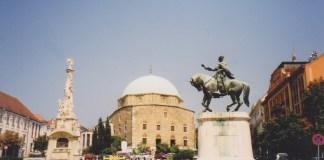Moscheenkirche und Säule der Dreifaltigkeit