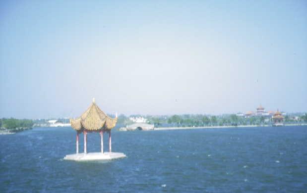 Kaifeng: Inselchen auf dem Yangjia-Teich