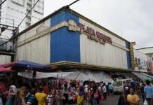 Lebhafter Markt an der Carriedo-Street