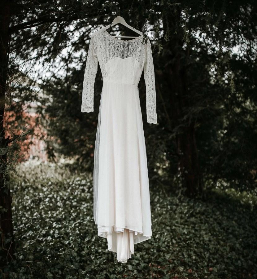 Minimalistische bruiloft minimal wedding trouwjurk styling www.tablemoments.nl