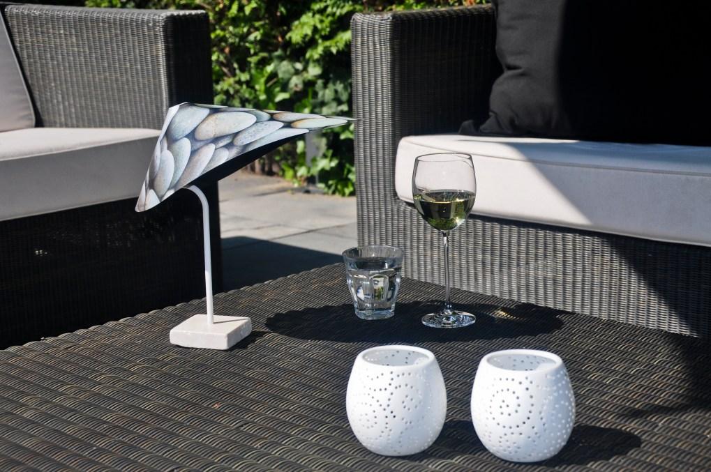 Kleine parasol voor op de tafel