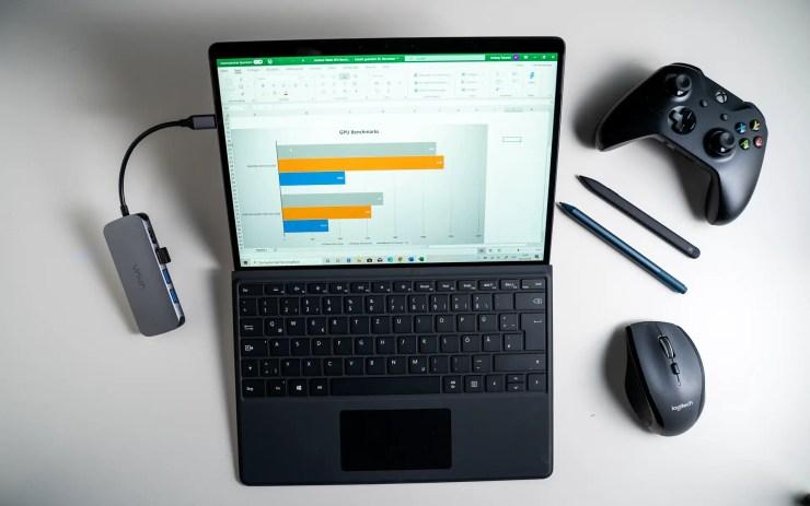 Microsoft Surface Pro X mit Zubehör