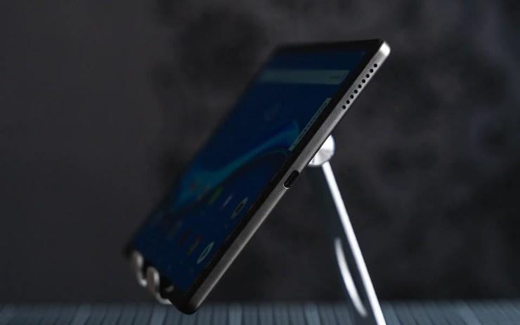 Lenovo Tab M10 FHD Plus USB C Port