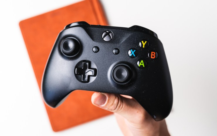 Microsoft Xbox Wireless Controller mit Surface Go 2