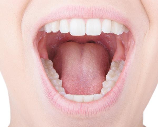 gout metallique dans la bouche