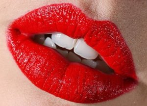 boca com batom vermelho 2
