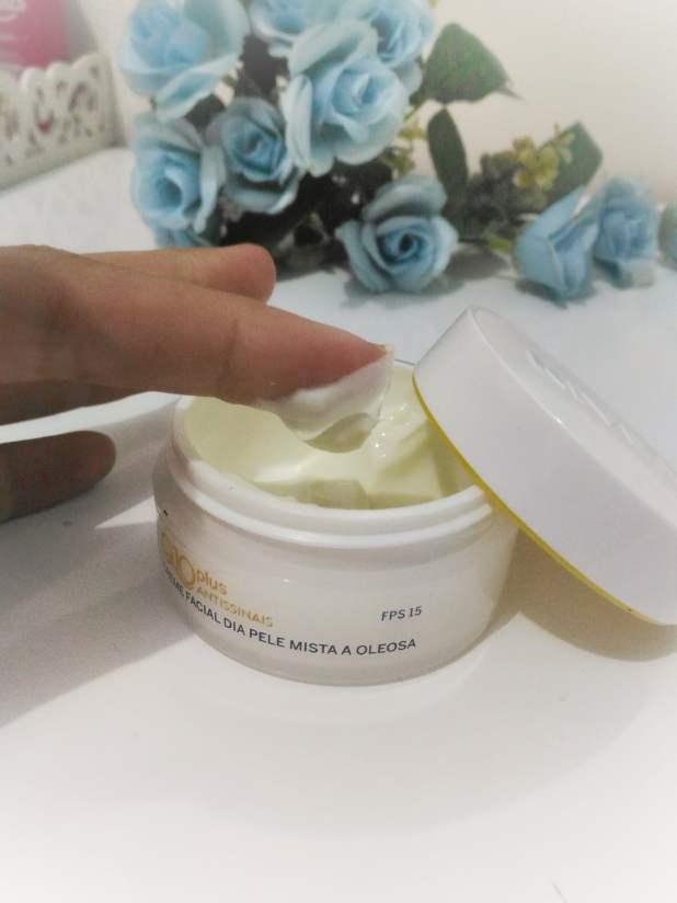Creme facial nívea Q10 textura