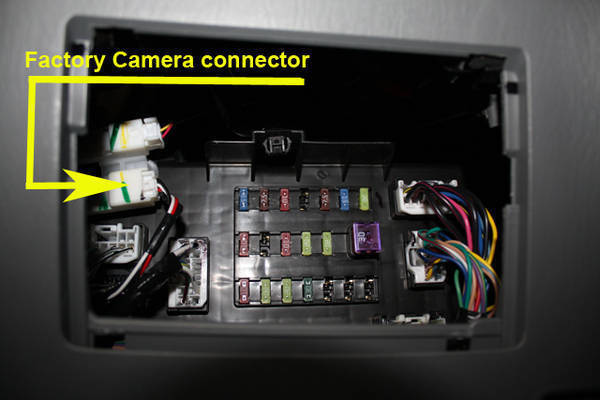 2010 Toyota Sequoia Fuse Box Layout Oem Back Up Camera Connected To After Market Radio
