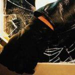 Roban ventanas y herramientas en almacén en Carolina
