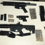 Arrestan a dos y ocupan armas en urbanización en Yabucoa