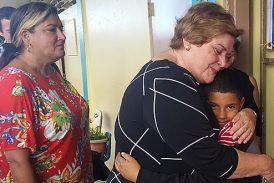Asociación de Maestros lleva alegría y regalos a escuelas