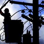 Cae al vacío empleado de compañía estadounidense de electricidad mientras reparaba condiciones