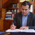 Gobernador Rosselló Nevares convierte en ley medida para incluir cursos de lenguaje de señas en escuelas públicas