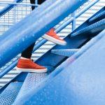 En condición delicada menor y sexagenario tras caída por escaleras