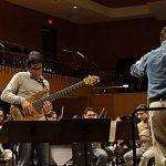 Comienza a resonar en Bellas Artes el bajo eléctrico de Ramón Vázquez  y la Orquesta Sinfónica