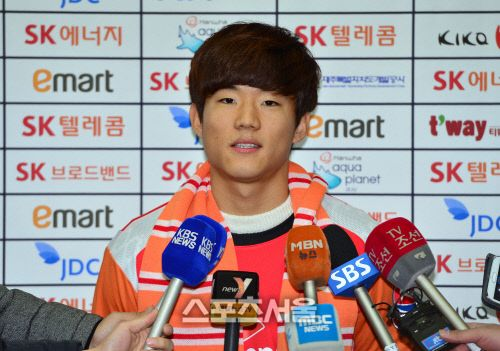 Ryu Seung-Woo speaks to the media before leaving for Germany. Photo courtesy of Sports Seoul