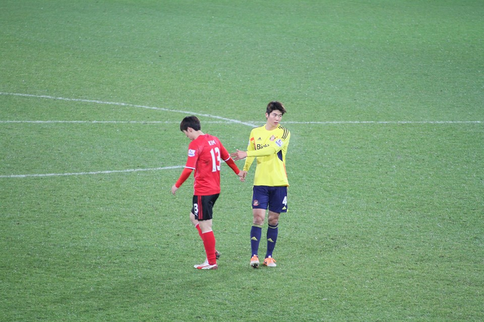 Kimbo and Ki shake hand 2