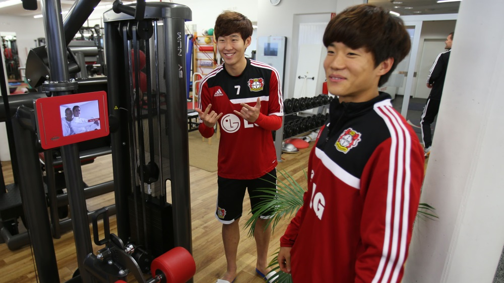 Son and Ryu meet up for the first time. Photo courtesy of Bayer Leverkusen official site.