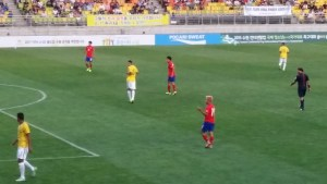 Lee Seung-Woo playing against Brazil U-17s