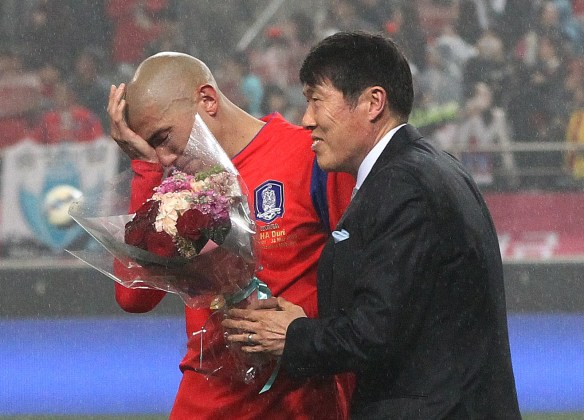 South Korea's defender Cha Du-ri, left, is comforted by his father Cha Bum-kun, former South Korean soccer player, during his retirement ceremony at half time of a friendly soccer match against New Zealand at Seoul World Cup Stadium in Seoul, South Korea, Tuesday, March 31, 2015. (AP Photo/Ahn Young-joon)