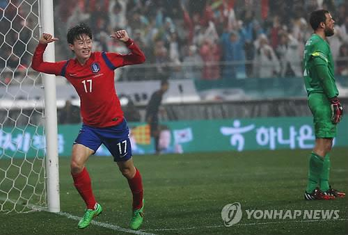 Should Stielike give Lee Jae-sung a start?
