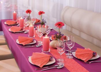 Kunstblumen ein floraler Blumen Hinguckern zur Tischdeko