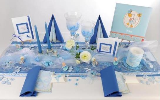 Die Tischdekoration fr die Taufe  eindrucksvoll