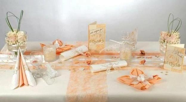 Als Tischdeko zur Hochzeit sind Blumen eine tolle