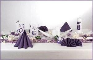 Tischdekoration zur Kommunion in der Trendfarbe lila