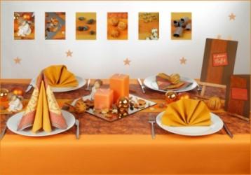 Die Tischdekoration in Orange zu Weihnachten  Tafeldeko