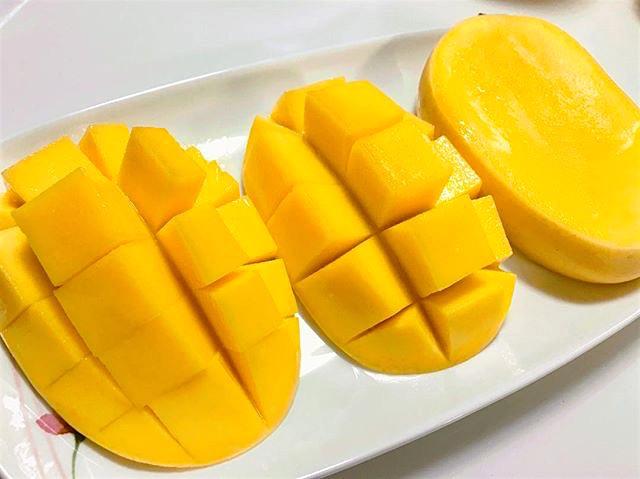 Philippine Mango: Hedgehog Cut