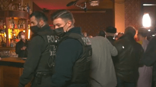 Corona's trivial actor in a Berlin bar: party set up via live broadcast – Police also dissolved second meeting – Berlin