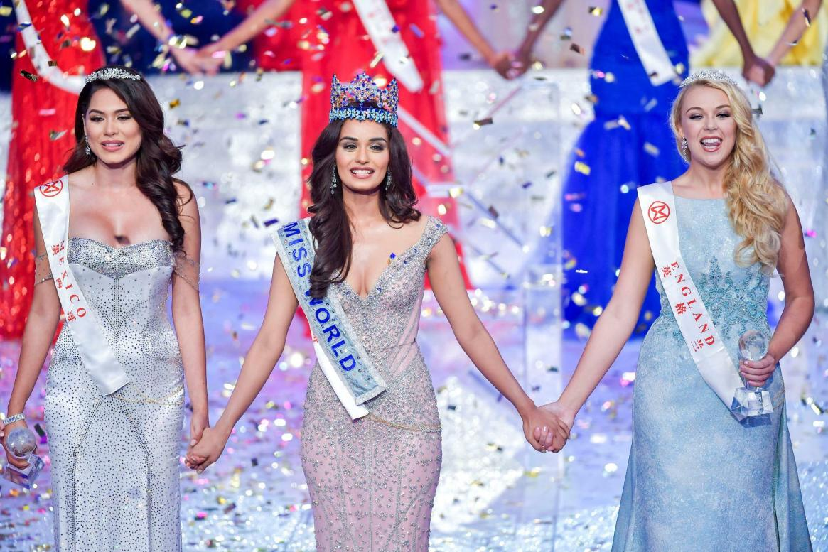 https://i0.wp.com/www.tagesspiegel.de/images/winner-of-miss-world-miss-india-manushi-chhillar-holds-hands-with-first-runner-up-miss-mexico-andrea-meza-and-second-runner-up-miss-england-stephanie-hill-in-sanya/20602922/2-format43.jpg?resize=1165%2C777