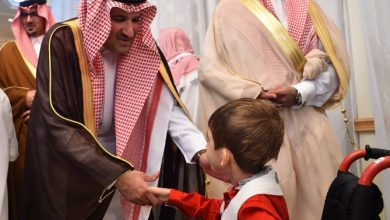 "Photo of أمير المدينة يكرم طالب ""مكنون"" في جائزة الأمير سلطان لحفظ القرآن للأطفال المعوقين"