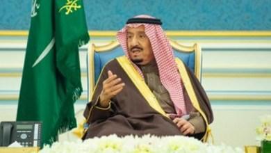 Photo of خادم الحرمين يستقبل الأمراء والمفتي والعلماء وجمعاً من المواطنين