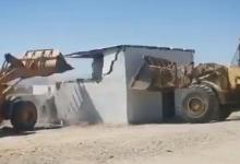 Photo of فيديو .. أمانة تبوك تزيل تعديات من على أراض حكومية وتستعيدها