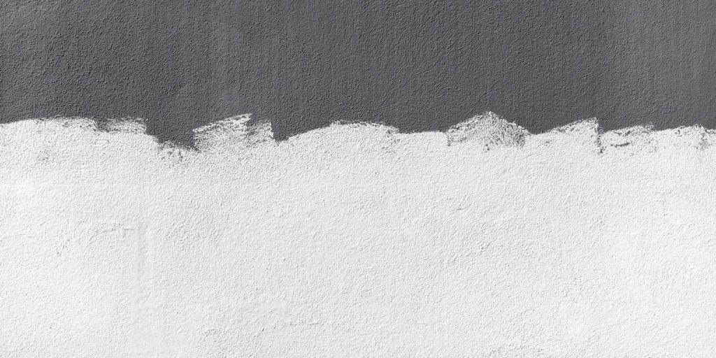 Tinta branca na parede de concreto