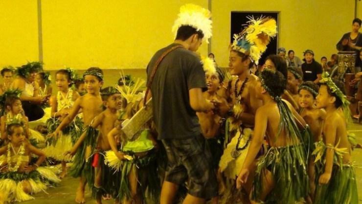 Les enfants ouvrent les concours du Heiva i Rimatara