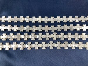 "16"" Single Clover White MOP Bead Strand - Per String"