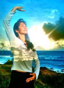 Daisy-Kealia-FB-Cover3-Promienny lotos