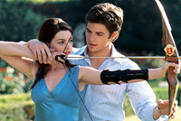 Anne Hathaway gets wooed by John Rhys-Davies in 'The Princess Diaries 2: Royal Engagement'